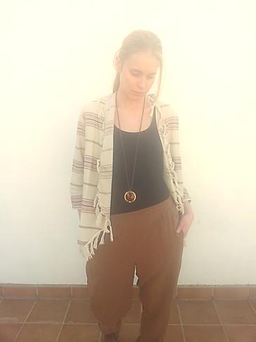Poncho + pantalón tabaco