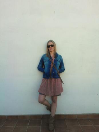 Cazadora (antes 75€ --> ahora 53) Vestido rosa (antes 69,90€ --> ahora 48,93€) Vestido caqui (antes 29,90€ --> ahora 20,93€) Bolso (antes 26€ --> ahora 20.8€). Look completo: http://goo.gl/yPkeB8